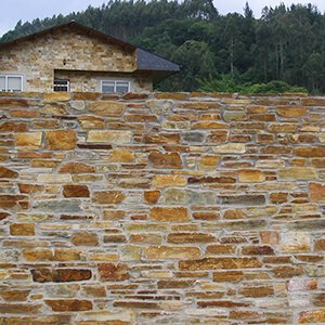 Muro piedra rústica Riotorto