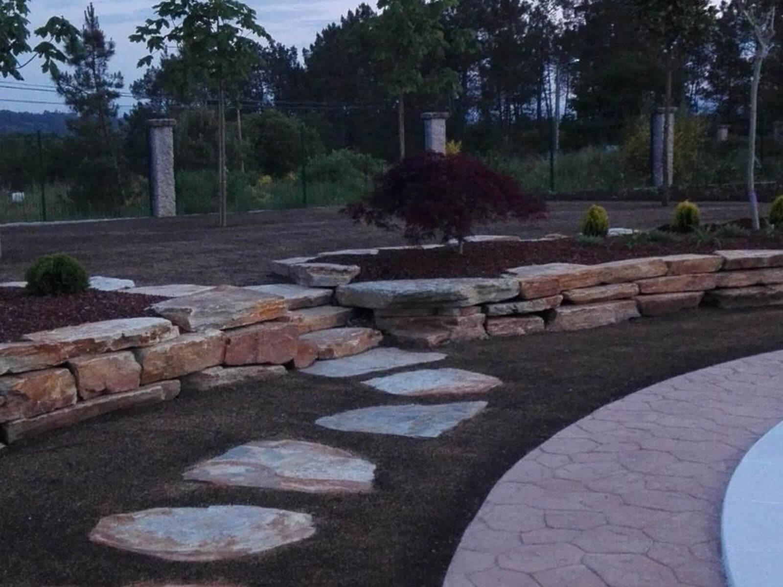 Piedra para decoración de jardines.