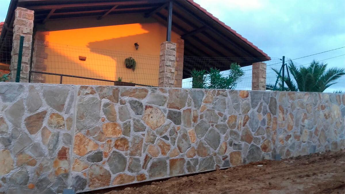 Piedra cuarcita en laja fina, colocada en pared 3.